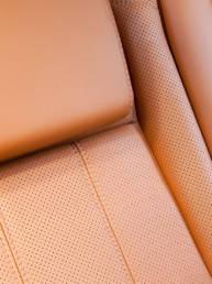 riparazione-divani-auto-di-lusso